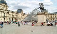 Louvre travel guides or tips